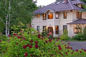 Old Parkdale Inn - in the foothills of Mount Hood :: A lovely Bed and Breakfast set amidst the fruit orchards of Hood River. Enjoy fresh fruit with your breakfast, flatscreen TV, microwave and wireless Internet.