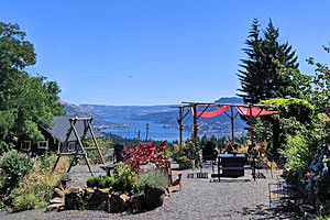 AniChe Cellars: Overlooking Columbia River Gorge