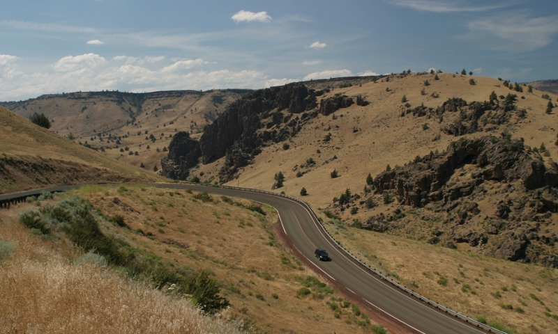 Warm Springs Road in Oregon