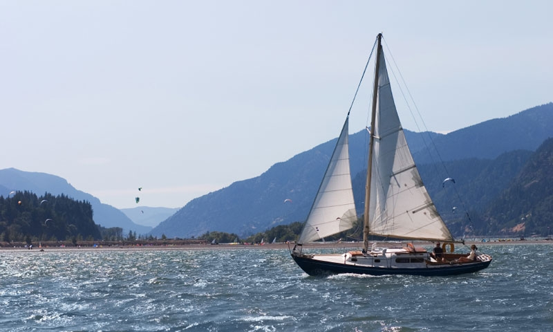 Sailing along the Columbia River