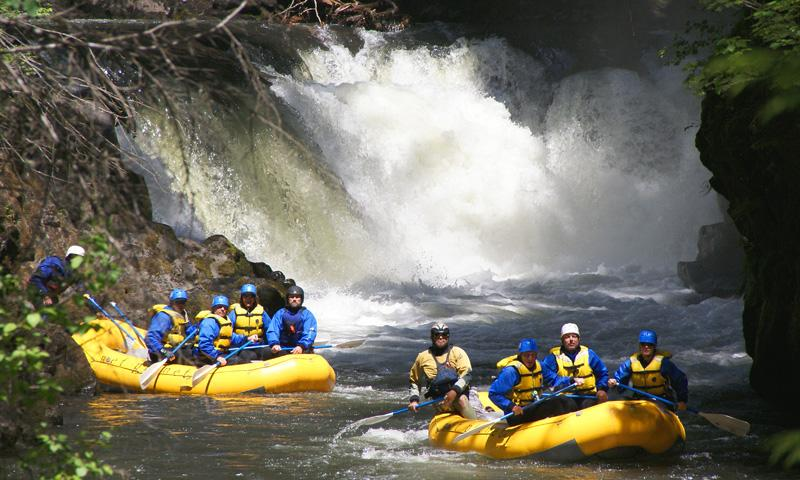 Rafting the Farmlands section of the White Salmon River in Washington