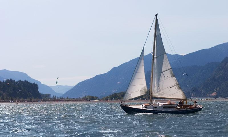 Sailing along the Columbia River