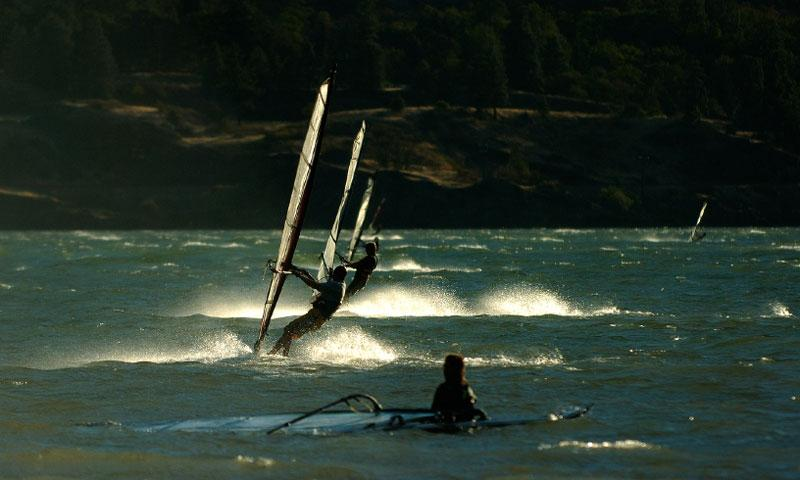 Windsurfing along the Columbia River Gorge